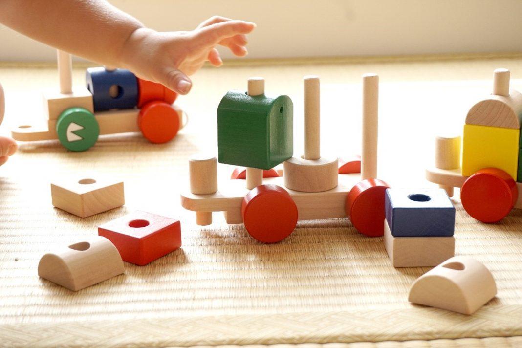 Hyviä leluja nuorille lapsille iän ja vaiheen mukaan